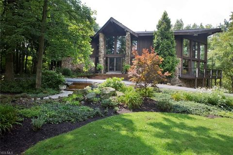 7465 Hunters Hollow Trl, Russell, OH 44072