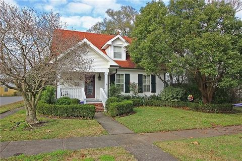 Photo of 600 Metairie Lawn Dr, Metairie, LA 70001