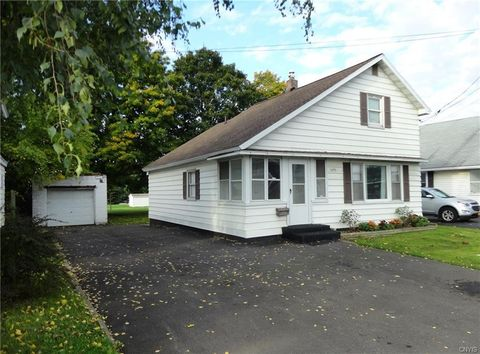 Photo of 405 Old Liverpool Rd, Liverpool, NY 13088
