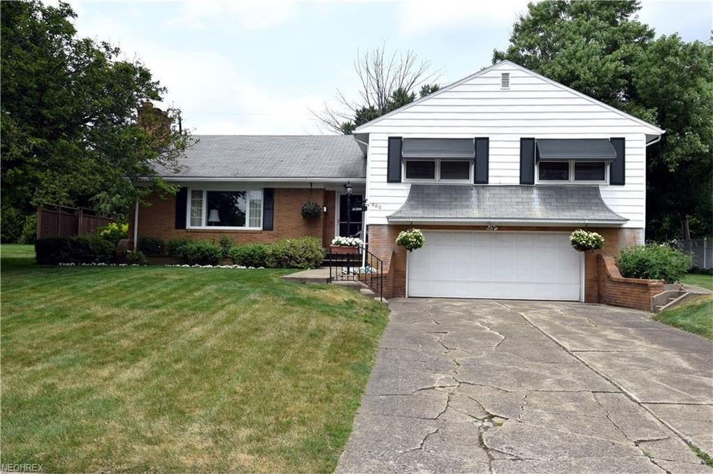560 Joan Ave, Girard, OH 44420