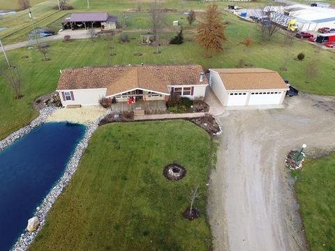 Photo of 1037 W 700 Rd S, Berne, IN 46711