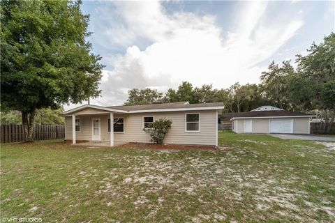 Photo of 40014 Oakridge Dr, Lady Lake, FL 32159