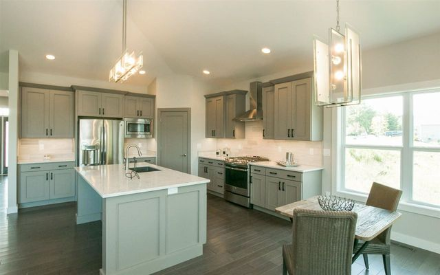 1051 Highland Park Ave Coralville Ia 52241 Kitchen