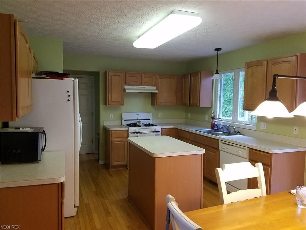 9182 Goebel Cir, Olmsted Township, OH 44138