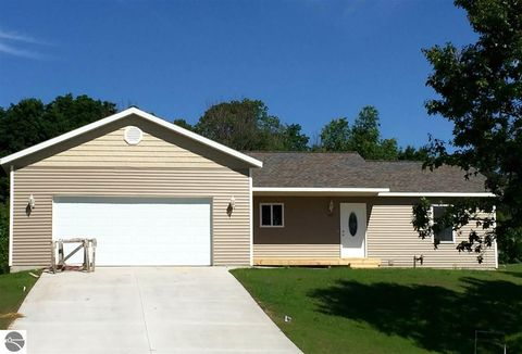 Photo of 1267 Umber Dr, Traverse City, MI 49696