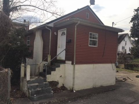 Photo of 921 1/2 First Ave, Charleston, WV 25302