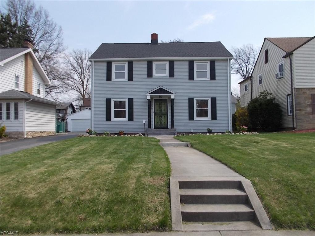 Amazing 555 Roslyn Ave Akron Oh 44320 Home Interior And Landscaping Palasignezvosmurscom