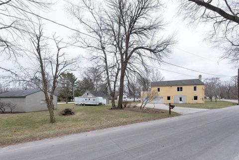 Photo of 3919 Springhill Dr, Manitowoc, WI 54220