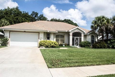 486 Lake Of The Woods Dr, Venice, FL 34293