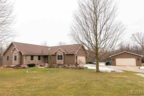 Photo of 2465 Crestwood Dr, Adrian, MI 49221