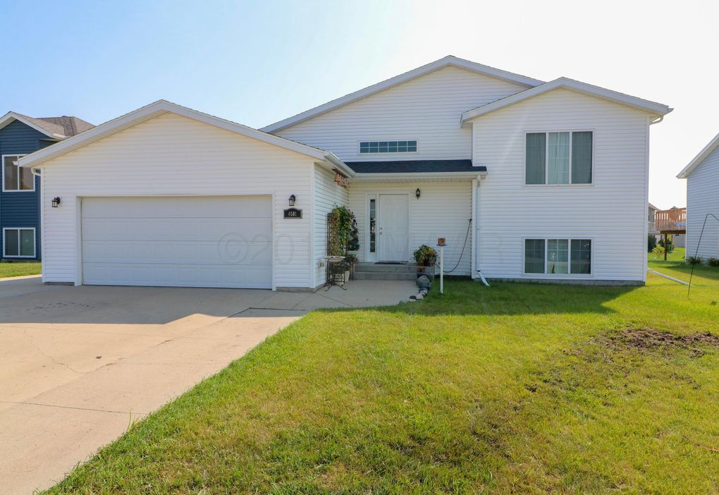 4501 Newport Ln, West Fargo, ND 58078
