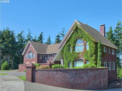 Three Car Garage Homes For Sale In North Bend Or Realtor Com