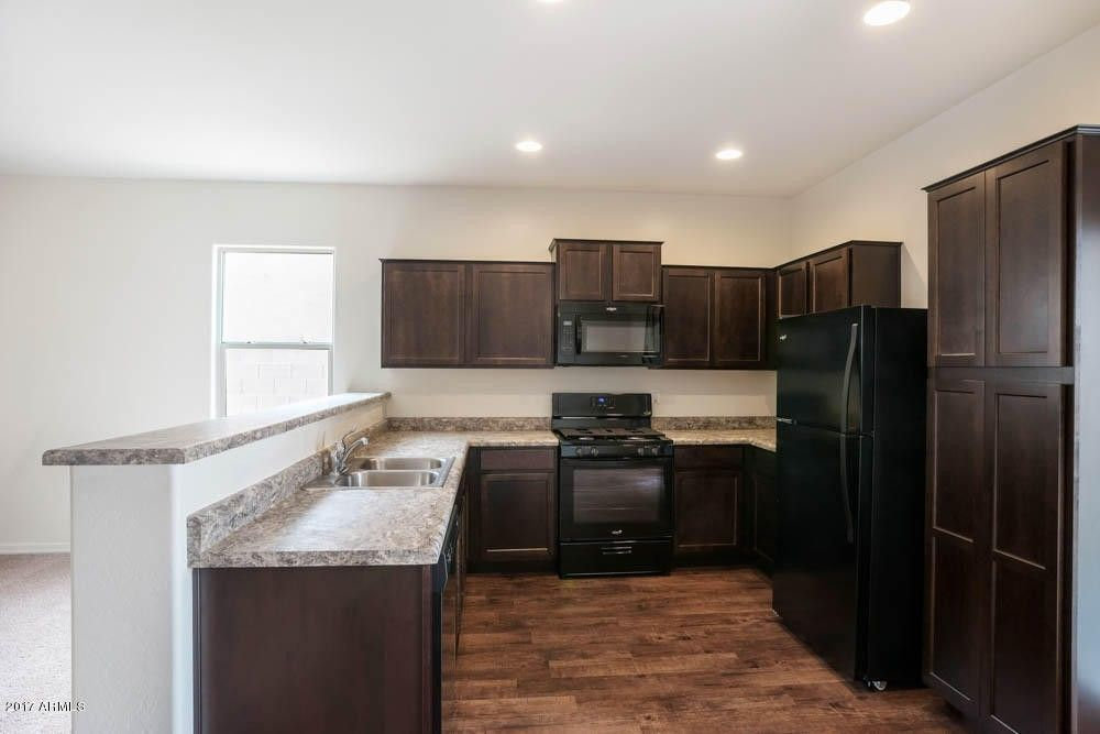 8213 W Wood Ln, Phoenix, AZ 85043