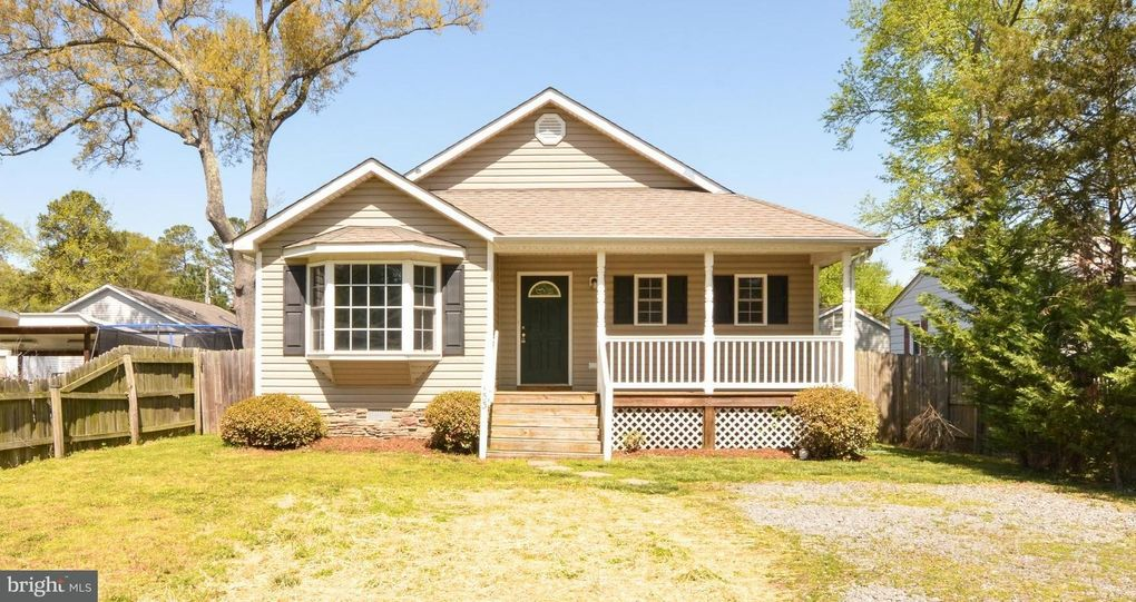 153 9th St Colonial Beach, VA 22443