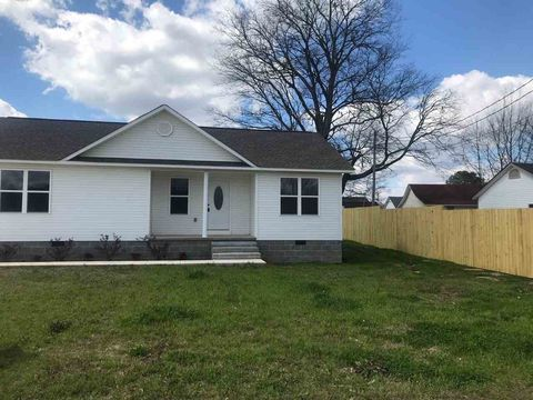 Photo of 505 Malcomb St, Savannah, TN 38372