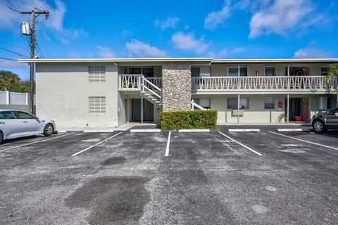 Photo of 510 Lake Shore Dr Apt 5, Lake Park, FL 33403