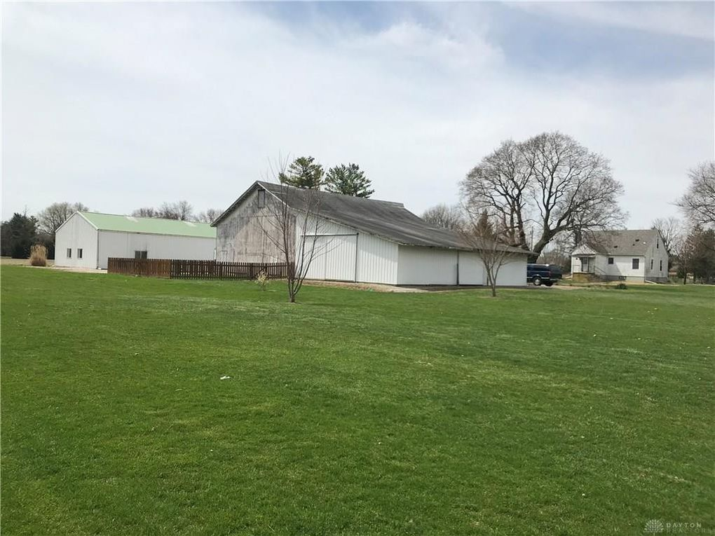1683 Swailes Rd, Troy, OH 45373