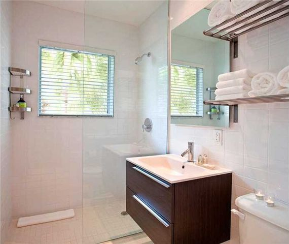 1816 Meridian Ave Unit 9, Miami Beach, FL 33139 - Bathroom