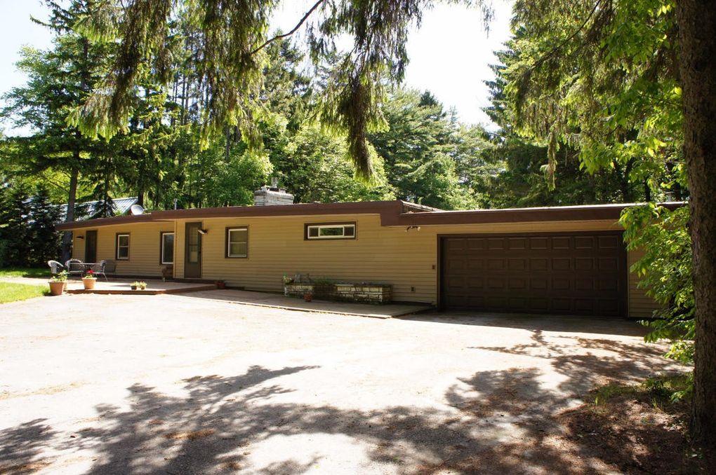 4870 Upper Forest Beach Rd, Port Washington, WI 53074