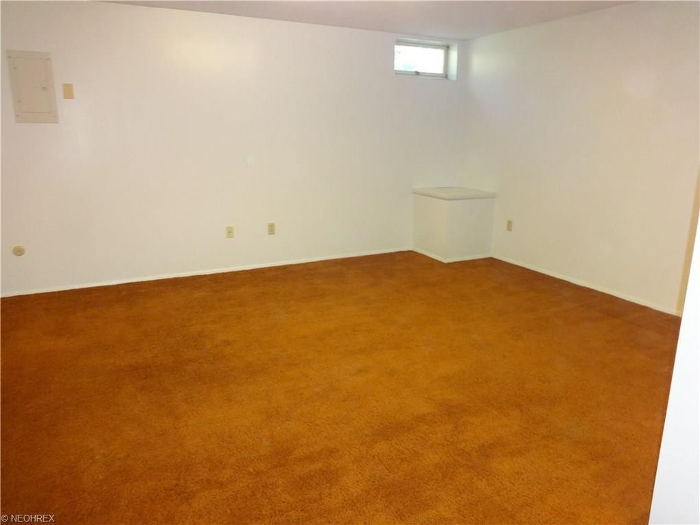 9674 e idlewood dr twinsburg oh 44087 for Idlewood flooring