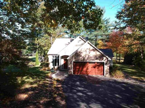 18 Falcon Way, Hales Location, NH 03860