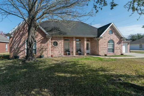 Photo of 2010 Rosewood St, Beaumont, TX 77713