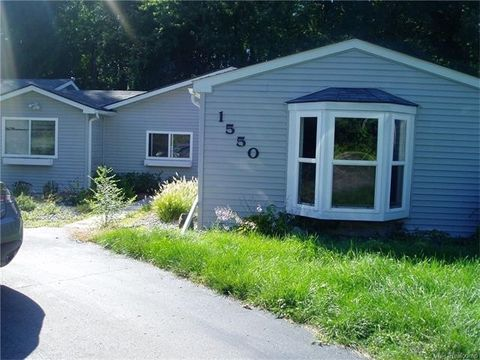 1550 Lochaven Rd, West Bloomfield Township, MI 48324