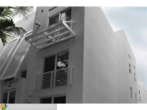 801 Se 12th Ct, Fort Lauderdale, FL 33316