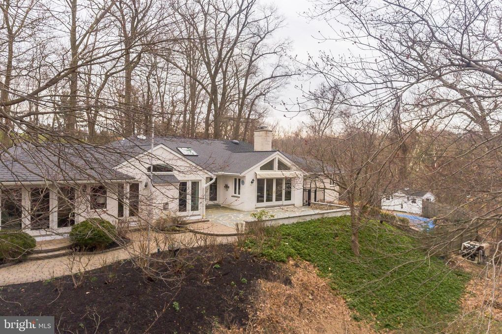 19 Dunminning Rd, Newtown Square, PA 19073