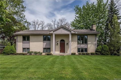 2581 Pineview, West Bloomfield Township, MI 48324