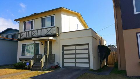 656 Forest Lake Dr, Pacifica, CA 94044