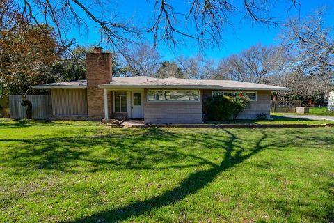 Photo of 1513 Glen Rd, Kerrville, TX 78028
