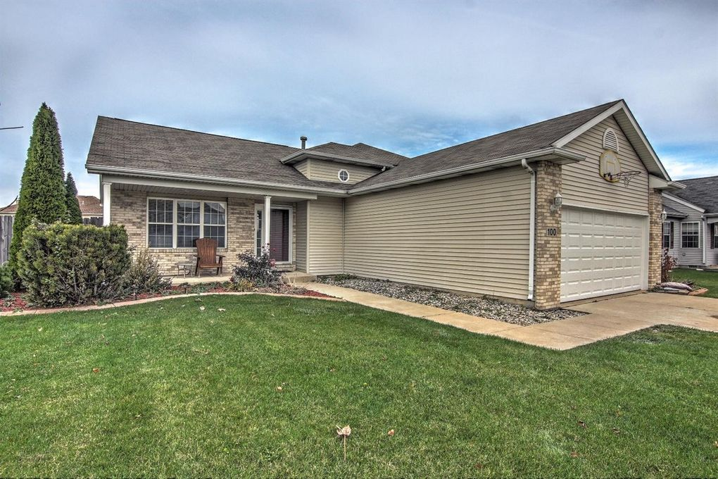 100 Hidden Lake Dr, Hobart, IN 46342