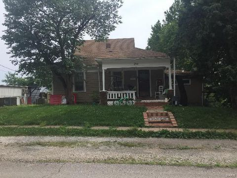Photo of 700 Locust St, Pleasant Hill, MO 64080