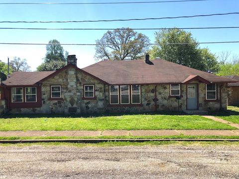 Photo of 204 S 10th St, Thayer, MO 65791