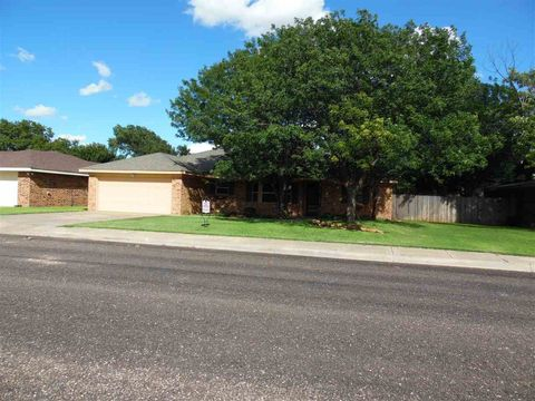 104 Redwood St, Hereford, TX 79045