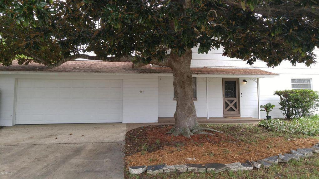 1207 Suwanee Rd, Daytona Beach, FL 32114