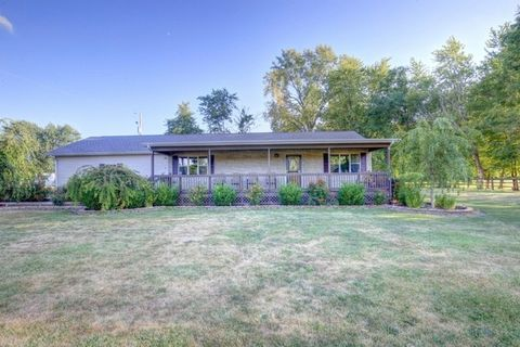 181 Western Ave, Hume, IL 61932