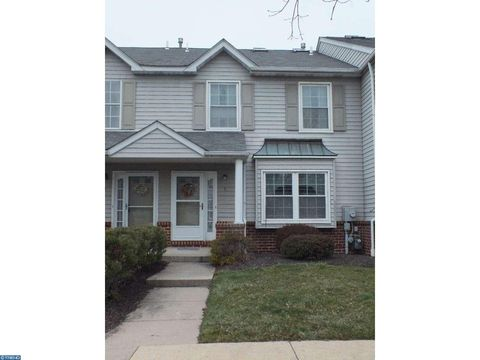 5 Red Tail Ct, Royersford, PA 19468