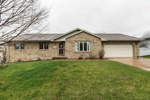 Photo of 4732 Camelot Dr, Dubuque, IA 52002
