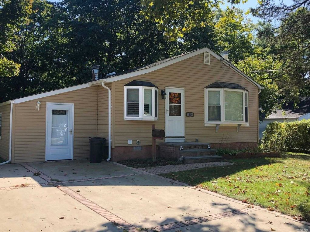 1209 Howells Rd Bay Shore Ny 11706 Realtor Com