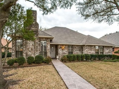 Photo of 2554 Honeysuckle Dr, Richardson, TX 75082