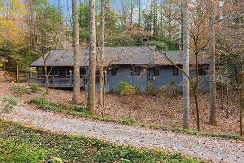 1638 Cardinal Dr, Gatlinburg, TN 37738