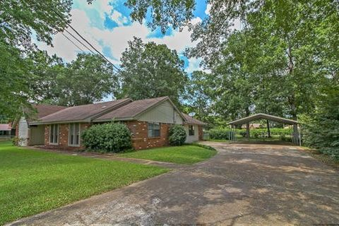greenwood springs lesbian singles Sold properties, like 50193 splunge rd, greenwood springs, ms 38848, have information you might find useful if you are researching home values, but only if they are as fresh as the latest market.