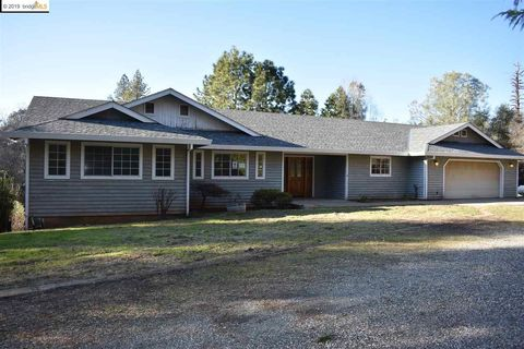 Photo of 13728 Strubels Ln, Grass Valley, CA 95949