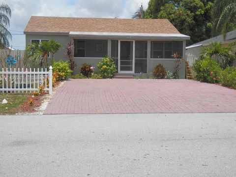 Photo of 4139 Vicliff Rd, Palm Springs, FL 33406