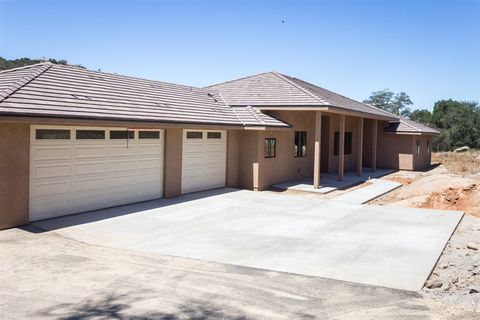 Photo of 9505 Circle R Dr, Valley Center, CA 92082