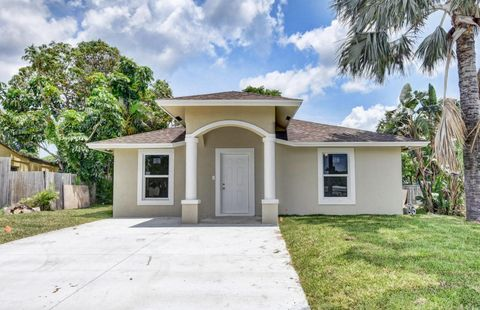 261 N Atlantic Dr, Boynton Beach, FL 33435