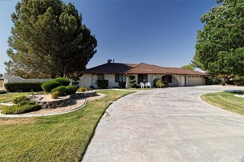 19610 Red Feather Rd, Apple Valley, CA 92307