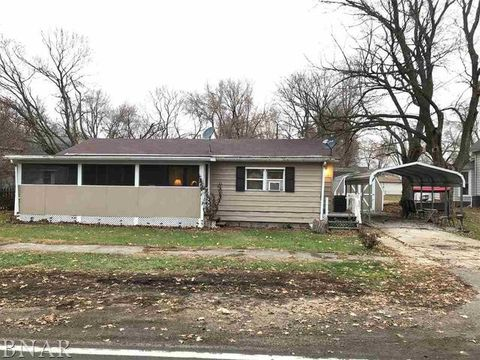 Photo of 415 W Washington St, Maroa, IL 61756